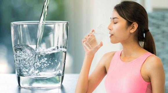 Uống nước vô tội vạ phá hủy sức khỏe, cần bỏ ngay trước khi quá muộn