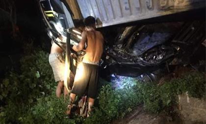 Tai nạn thảm khốc ở Quảng Ninh, xe container đè bẹp xe 16 chỗ, nghi nhiều người thương vong