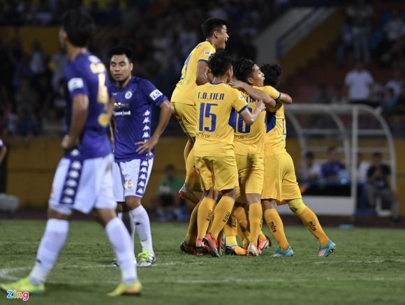 Vì sao CLB Hà Nội thua SLNA ngay trên sân nhà