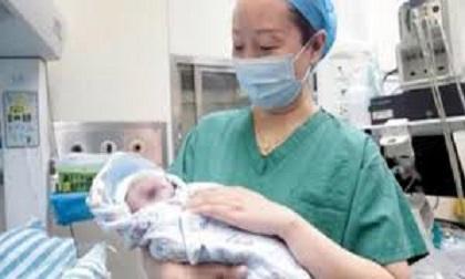 Kỳ diệu: Cặp sinh đôi chào đời cách nhau 10 năm
