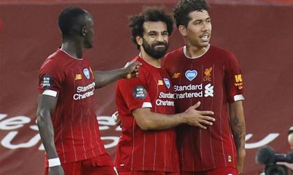 Salah tỏa sáng, Liverpool chạm một tay vào chức vô địch lịch sử
