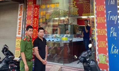 Nóng: Đã bắt được kẻ mặc áo sơ mi cướp tiệm vàng, đâm trọng thương nam thanh niên trong đêm
