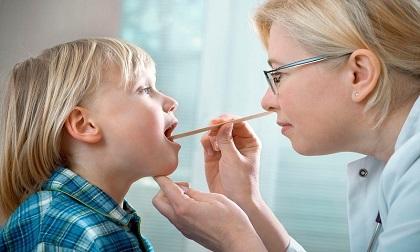 Cách phân biệt bệnh bạch hầu với chứng viêm họng thông thường