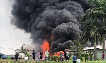 Loại hóa chất trong vụ cháy kho hàng ở Long Biên rất độc hại