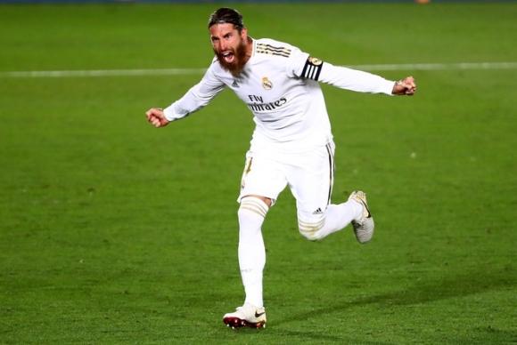 Ramos tỏa sáng, Real cắt đuôi Barca trong cuộc đua vô địch - 1