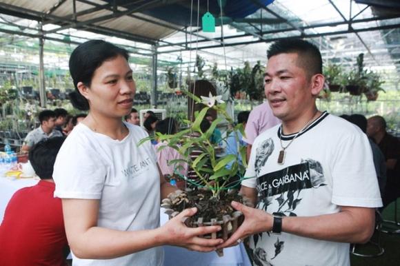 Tài chính - Ngân hàng - Danh tính đại gia Hà thành chi hẳn 5 tỷ mua bông hoa nhìn như rau muống (Hình 2).