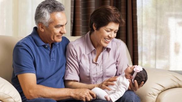 Trẻ mới ra khỏi phòng sinh, 3 đối tượng sau tuyệt đối không được tiếp xúc trực tiếp với con