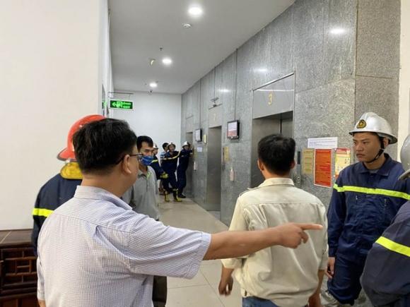 'Hú hồn' 6 người bị kẹt trong thang máy tại Chung cư 71 Nguyễn Chí Thanh - 1