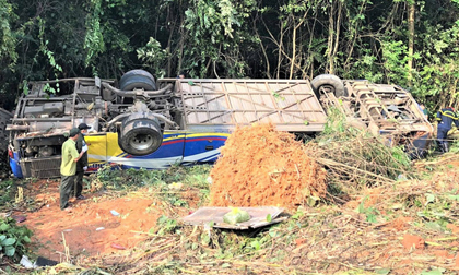 Vụ xe khách lao xuống vực khiến 6 người chết: Tai nạn xảy ra khi trời sương mù, xe vừa đổi tài xế