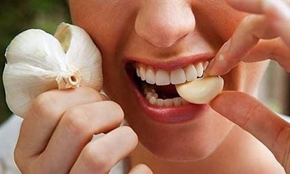 4 sai lầm khi ăn tỏi khiến bạn tàn phá sức khỏe, nhất là điều thứ 3