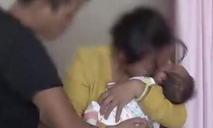 Rơi nước mắt cảnh cậu bé đoàn tụ với cha mẹ sau 76 giờ bị bắt cóc