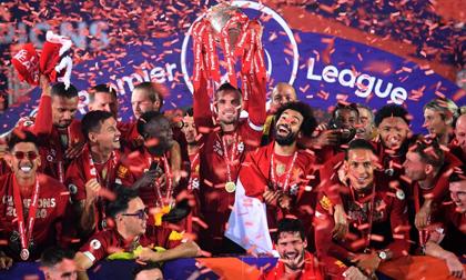 Những khoảnh khắc rực rỡ nhất trong ngày Liverpool nâng cúp vô địch Anh sau 30 năm mòn mỏi chờ đợi