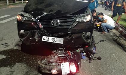Đà Nẵng: Xe máy chở 3 va chạm kinh hoàng với ô tô, 1 người chết, 2 người bị thương