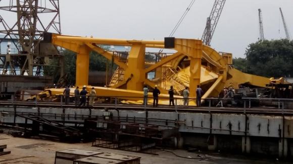 NÓNG: Thảm họa vừa xảy ra với Hải quân Ấn Độ, ít nhất 10 người chết tại Nhà máy đóng tàu Hindustan - Ảnh 2.
