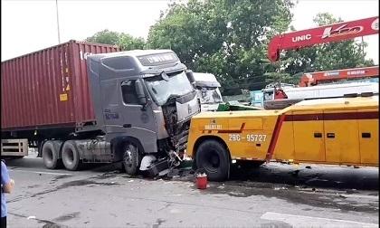 Vụ container 'nuốt chửng' xe 4 chỗ khiến 4 người thương vong: Các nạn nhân đi lễ đền về, hai người là vợ chồng
