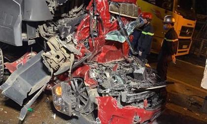 Tài xế container đâm bẹp xe con làm 3 người tử vong ở Hà Nội đã ra đầu thú, khai do buồn ngủ