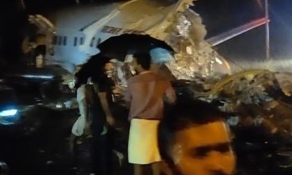 Máy bay Ấn Độ trượt đường băng, gãy làm đôi