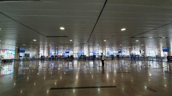 Sân bay Tân Sơn Nhất 'vắng như chùa bà Đanh' những ngày đại dịch