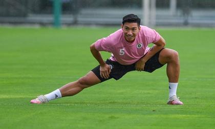 Trở lại tập luyện cùng đồng đội ở Hà Nội FC, Văn Hậu gây choáng với thân hình vạm vỡ, chiều cao khủng không kém gì ngoại binh