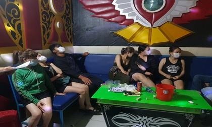 Giữa cơn bão Covid, Quảng Nam phát hiện nhóm người dùng ma túy trong quán Karaoke