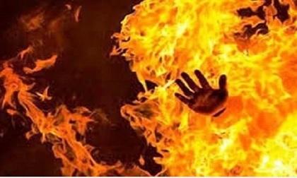 Chồng tẩm xăng đốt vợ, nghi do mâu thuẫn gia đình