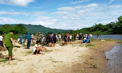 Tìm thấy thi thể 2 bé trai để lại dép bên bờ sông ở Hà Tĩnh
