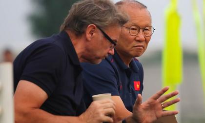 Vì sao thầy Park từ chối đá giao hữu với U19 Việt Nam của HLV Troussier?
