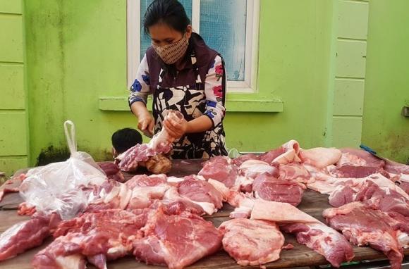Giá thịt lợn hơi giảm xuống dưới 80.000 đồng/kg - 1