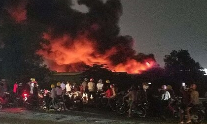 Cháy lớn ở nhà kho rộng hơn 3.000m2 tại khu công nghiệp Tân Tạo