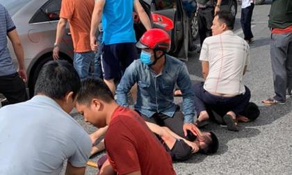 Kịch tính: Đối tượng vận chuyển ma tuý 'rồ ga' tháo chạy, hàng chục cảnh sát nổ súng, phá cửa ôtô bắt người