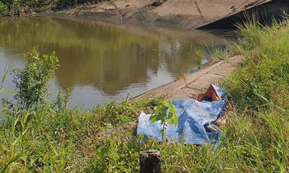Hai bé trai bỏ nhà đi bụi, một em rơi xuống bờ kênh chết đuối