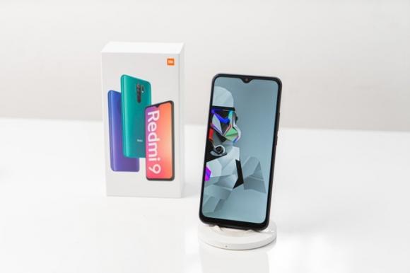 Những smartphone giá rẻ có màn hình lớn, pin khỏe - 2