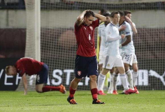 Filip Nguyễn dự bị trong trận thua 1-2 của CH Czech - 1