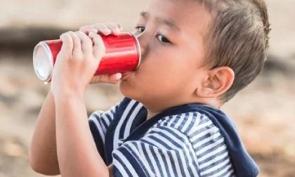 4 đồ uống gây tổn thương gan thận ở trẻ nhỏ, nhất là loại thứ 3
