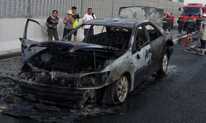 Xe Camry cháy trụi trên cao tốc Pháp Vân - Cầu Giẽ