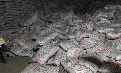Hàng trăm bao hàng đổ sập, đè chết 2 công nhân ở Bình Dương