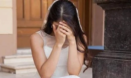 Chồng mới cưới tự tử trong xe hơi, 2 tuần sau cô dâu nhảy lầu tự tử theo vì quá đau buồn