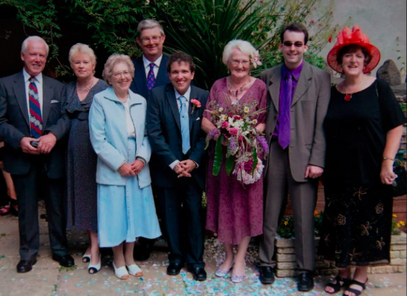 Cả hai tổ chức hôn lễ vào tháng 7/2005