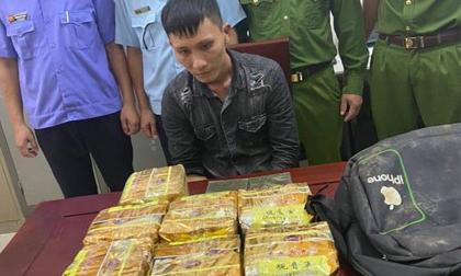 Phát hiện công an bao vây, nam thanh niên vứt balo chứa 10kg ma túy rồi bỏ chạy trong đêm