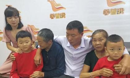 Đoàn tụ với gia đình sau gần 40 năm bị bắt cóc, người đàn ông khóc òa trong hạnh phúc