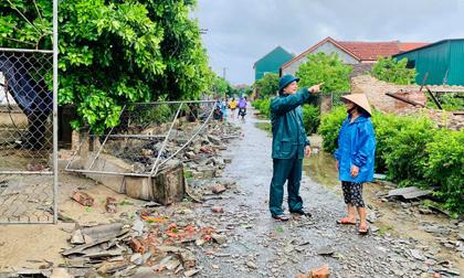 20 phút lốc xoáy làm tốc mái 60 ngôi nhà, nhiều tường rào sập đổ