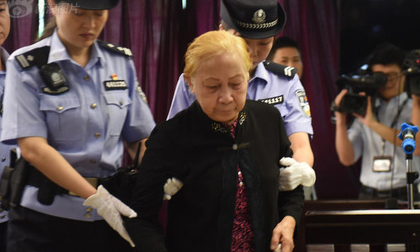 Mẹ già 83 tuổi giết con trai bằng 60 viên thuốc ngủ và những lời khai làm cả phiên tòa chết lặng