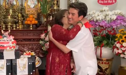 Hé lộ mối quan hệ thân thiết như 'mẹ đẻ con ruột' hiếm ai biết của mẹ Hoài Linh và Đàm Vĩnh Hưng
