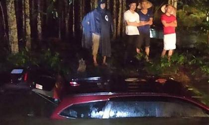 2 mẹ con thoát chết trong ô tô bị nước cuốn ở Đồng Nai