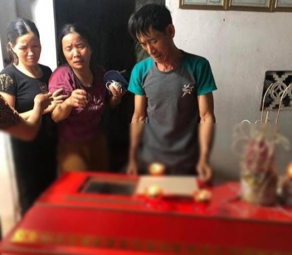 Gia cảnh éo le của nam thanh niên ở Hà Nội bị sét đánh tử vong khi dùng điện thoại đang sạc pin - 1