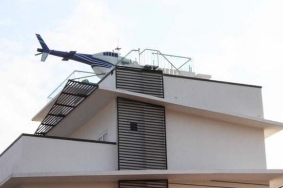 Trùm cá độ bóng đá nghìn tỷ trưng máy bay trực thăng mô hình trên nóc nhà ở Hải Dương - 1