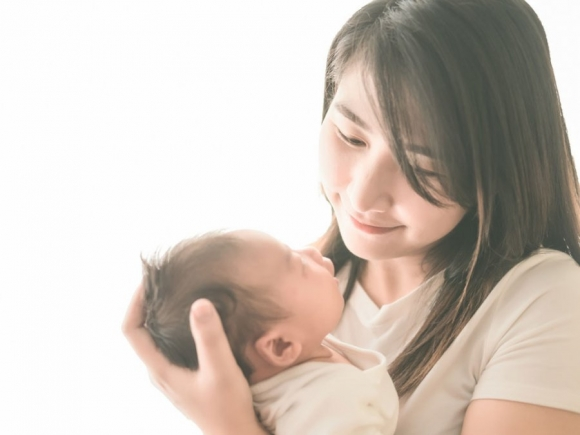 Sau sinh không nên mang vác nặng