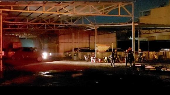 Cháy bãi xe trong đêm, người dân hoảng hốt ôm tài sản tháo chạy