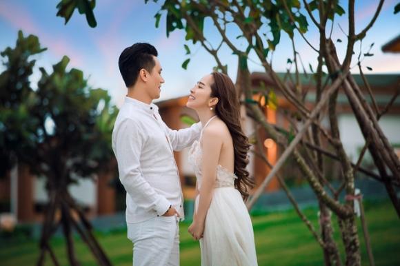 Sau nhiều đồn đoán, Việt Anh và Quỳnh Nga đã chính thức công khai tình tứ bên nhau