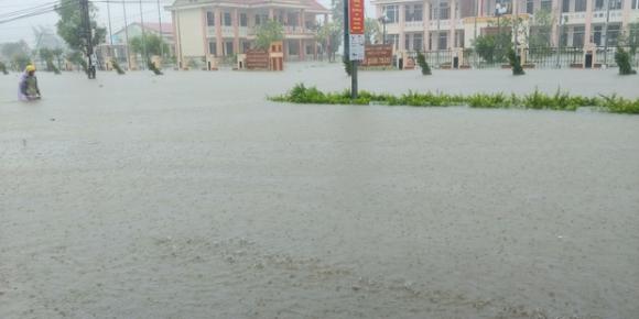 Huế: 1 người mất tích, 4 người bị thương và 1.100 nhà dân bị ngập lụt